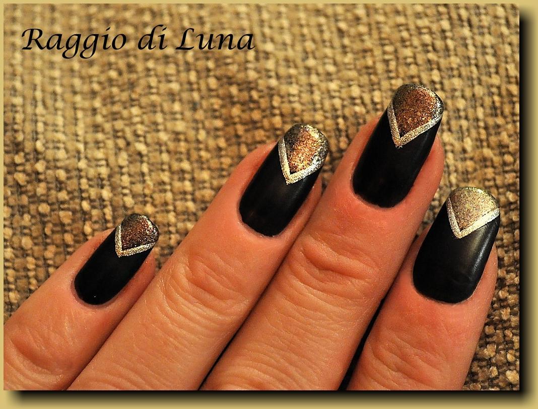 Raggio di Luna Nails: V reverse french manicure – matt black & sparkly