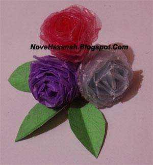 cara mudah untuk membuat bunga mawar dari kantong plastik bekas 1