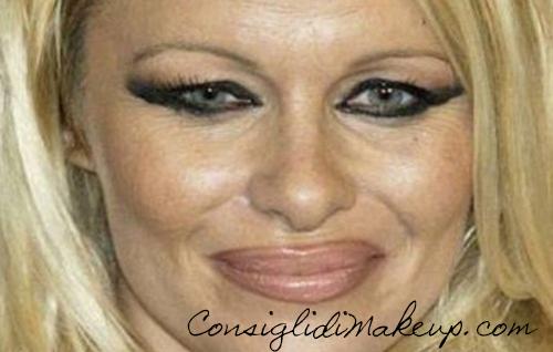 pamela anderson eyeliner sbagliato