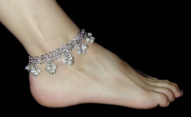 Fashion and Art Trend: Anklets for Fashion