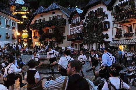 Hallstatt: Γιορτές και φεστιβάλ στο πανέμορφο αυτό Χωριό των Άλπεων!