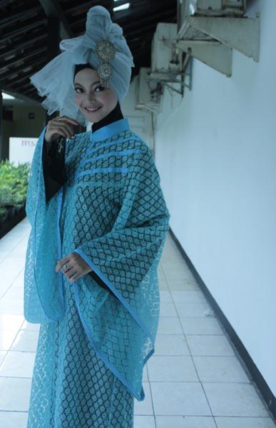 Hijab Cantik: Hijab Gaya Hippies ala Casandra Dini