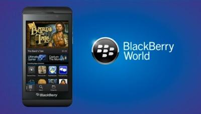 Me han preguntado esto un par de veces, Con el lanzamiento de WhatsApp y otras aplicaciones muchas personas han tenido problemas con algunas aplicaciones y para solucionarlo en la mayoría de los casos es necesario borrar la caché. Los amigos de BBNews han hecho un post sobre ello. Hay una manera muy fácil de borrar la caché de dispositivo (pero lamentablemente no de la caché del servidor) en tu dispositivo BlackBerry 10. Sólo tienes que seguir estas instrucciones: Abre BlackBerry World y deja que cargue. Deslice el dedo hacia abajo desde la parte superior del bisel y selecciona el botón