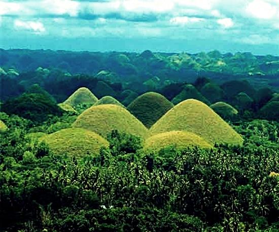 Chocolate-Hills-Bohol-Filipina