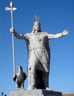 Foto al Monumento de Pachacútec