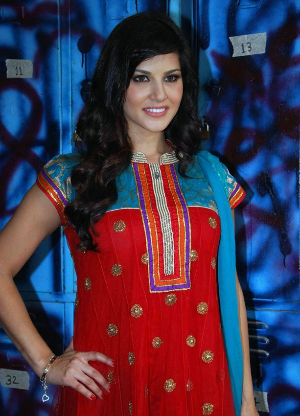 , Sunny Leone In Indian Dress - Punjabi Salwaar Kameez Suit
