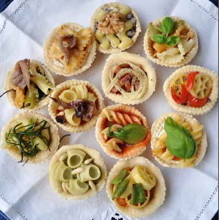 Pizza tartlets stuffed with vegetable pasta