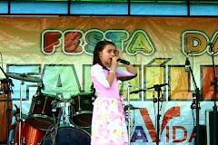 7ª Festa da Familia - Igreja de Nova Vida  Clica ae na foto e veja a Duda Cantando o Hino Louve
