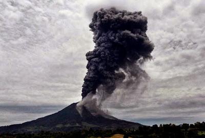 Monte Sinabung en erupción 24 de Octubre de 2013