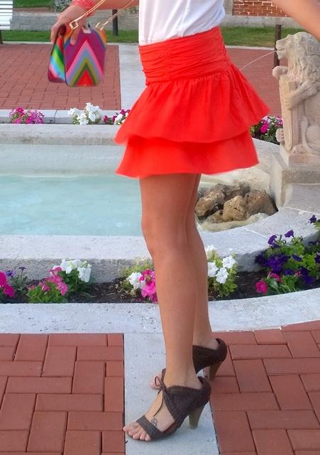 falda naranja vuelo