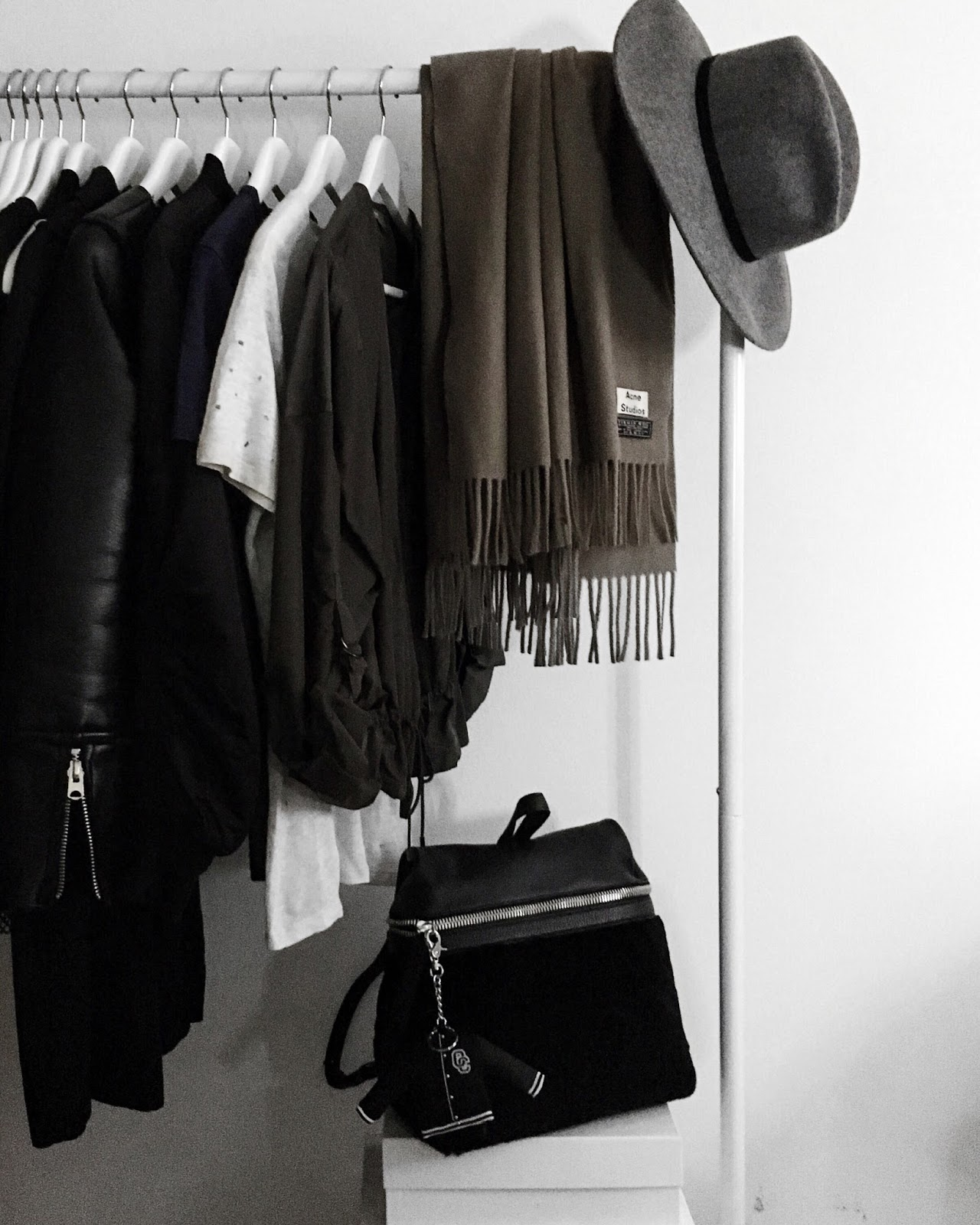 New in: KARA Backpack in Black Leather/Shearling - missjesf.