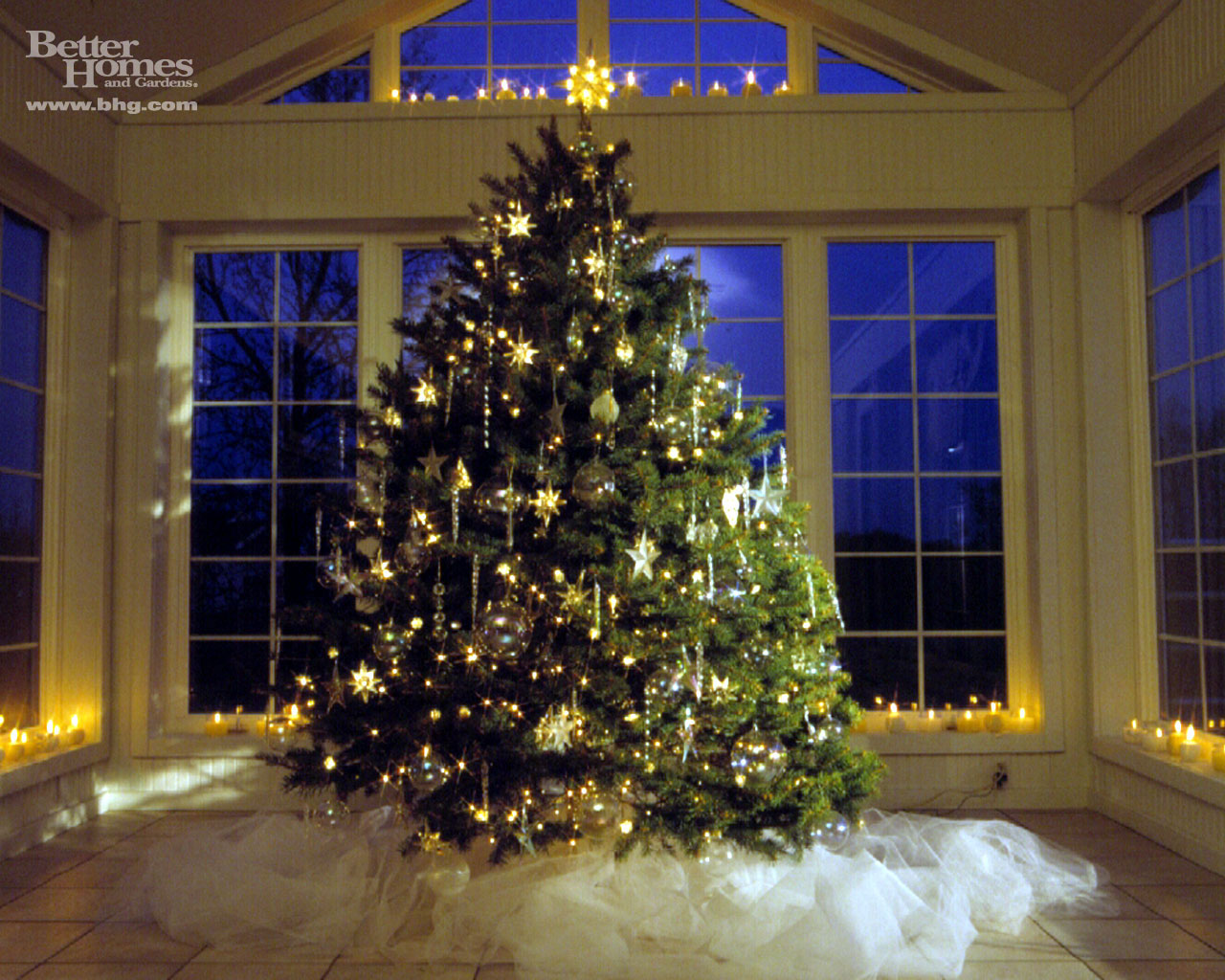 Free games wallpapers christmas tree wallpapers for Beautiful homes decorated for christmas