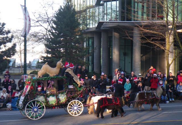 Santa Claus Parade, Vancouver, 2011, carriage with ponei