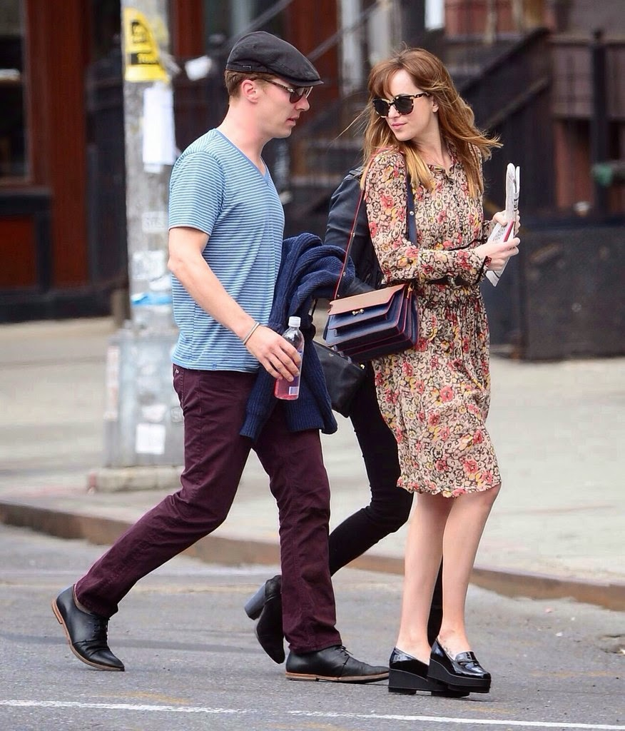 Fifty Shades Updates: PHOTOS: Dakota Johnson out with ...