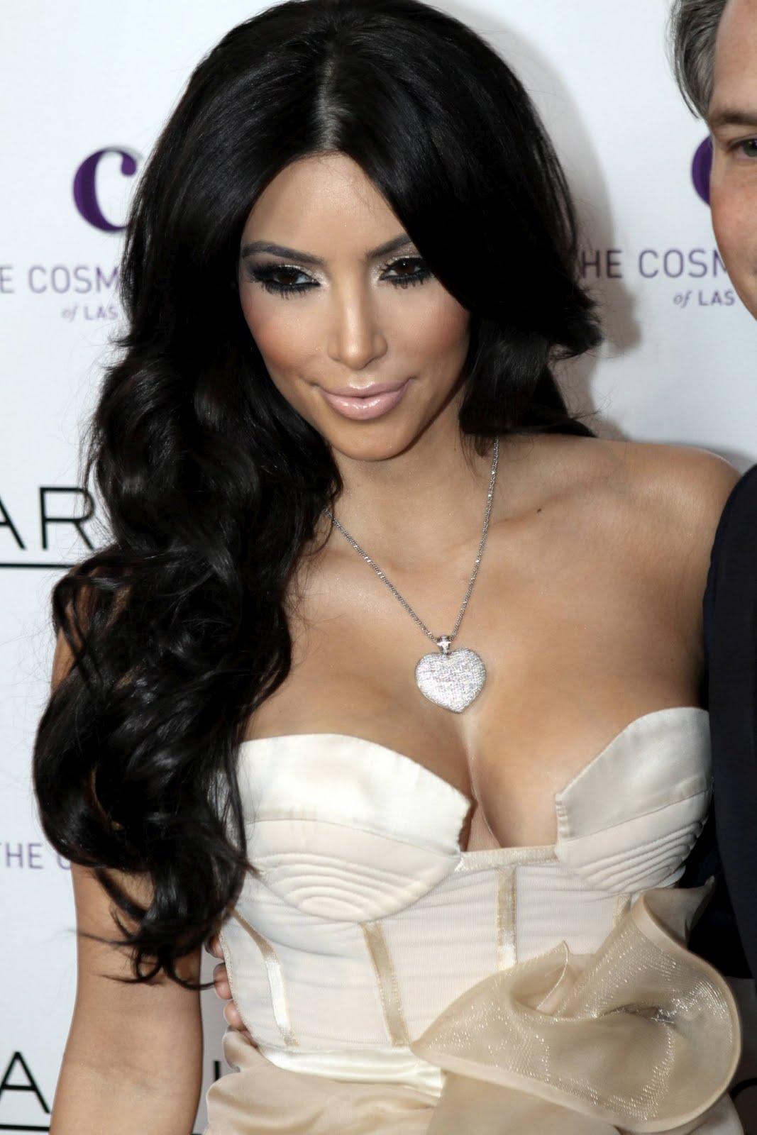 http://3.bp.blogspot.com/--2BfvJRoztQ/TWPsQqtTZxI/AAAAAAAABxs/JG3TBoSOzD8/s1600/Kim-Kardashian-143.jpg