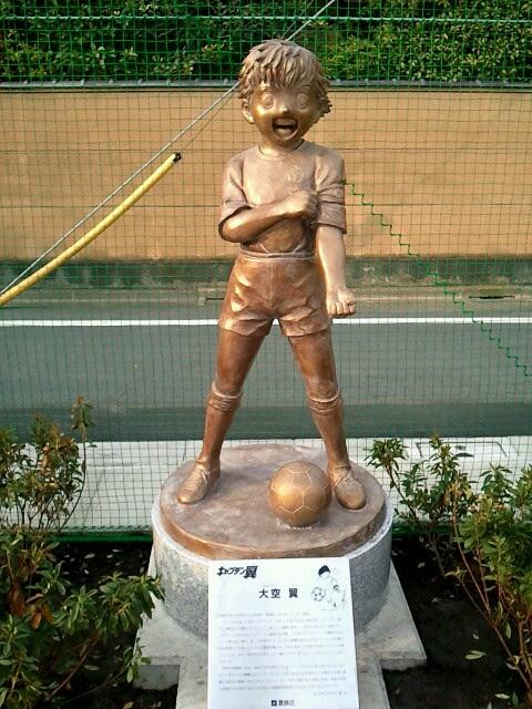 Estatua de Tsubasa en Katsuhika
