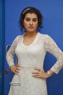 Actress-Archana-Stills-at-Kamalatho-Naa-Prayanam-Movie-Teaser-Launch