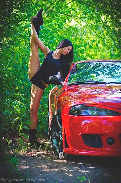 Гимнастка и автомобиль