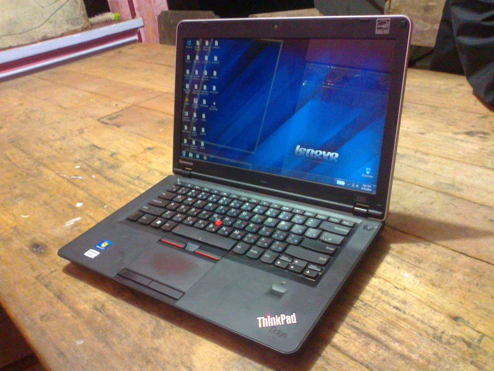Spesifikasi Lenovo Thinkpad E425 AMD A8 3500M 1 5 GHz RAM 4 Gb DDR3 HDD 750 Gb SATA Dual Radeon HD VGA Radeon HD 6620G 1 5 Gb