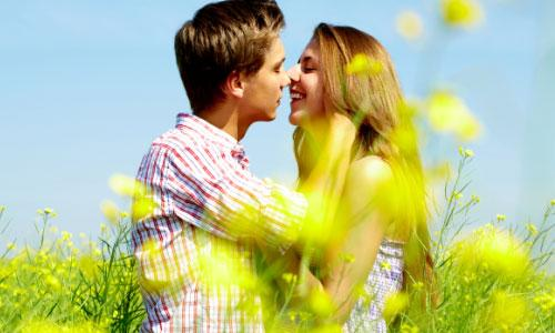 5 Romantic Things to Do for Your Girlfriend on Valentine's Day,man guy kiss girl woman