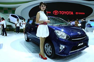 Toyota Agya biru