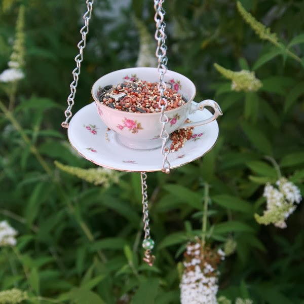20 unique diy bird feeders diy craft projects for Unique homemade bird feeders