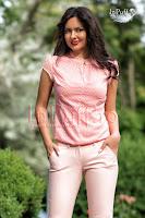 Bluza roz piersicuta cu buline albe (MBG)