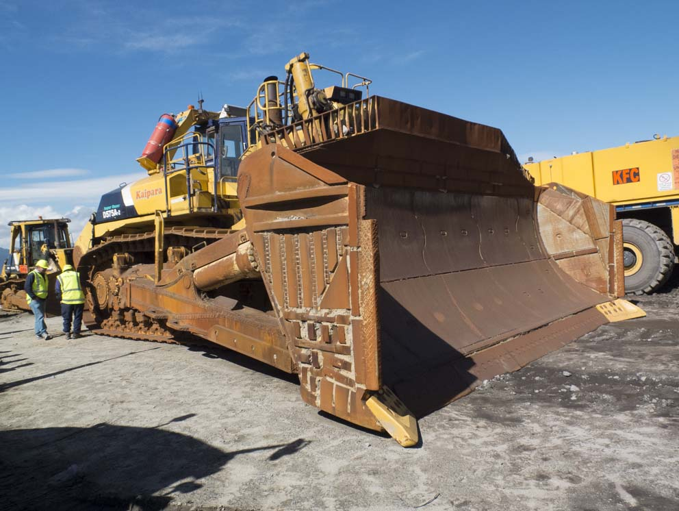 Biggest Bulldozer Made : Largest bulldozer pictures to pin on pinterest daddy