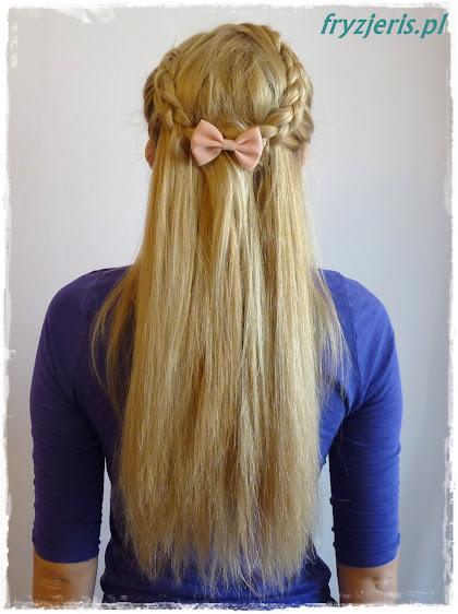 Warkocz i rozpuszczone włosy - zdjęcie