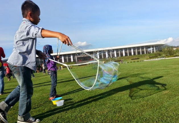 bubbles giant setia city park