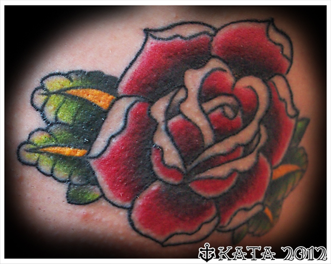 ruusu tatuointi pillupano