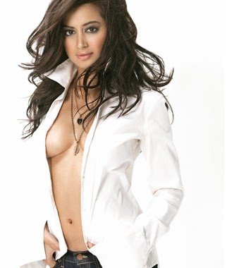 Noureen Dewulf without bra topless hot hd pics