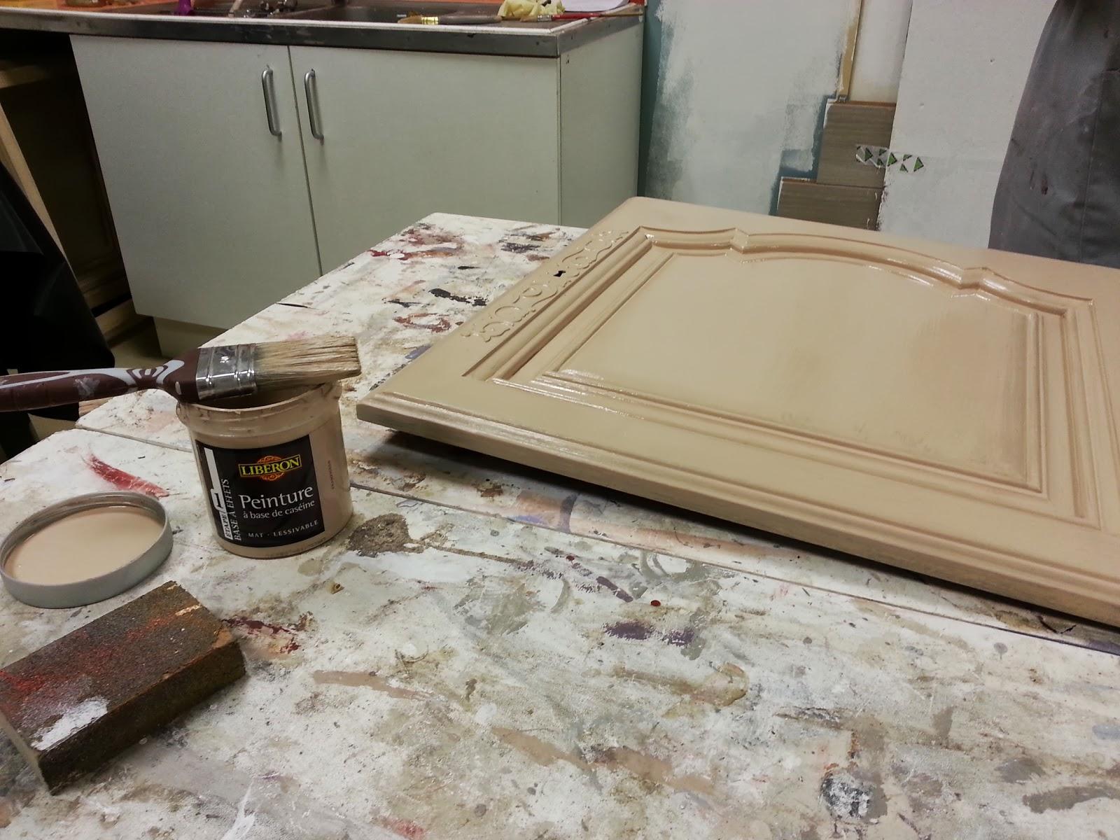 Peinture sur meubles les tapes pour une finition patin - Peinture pour patine ...