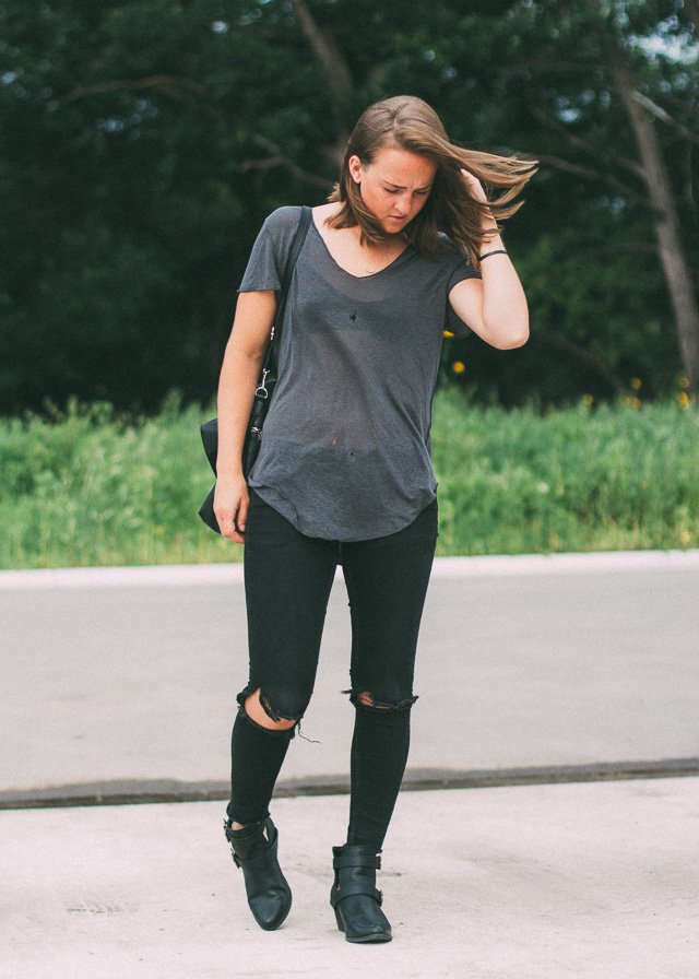 Canadian personal style and fashion blogger wearing a loose tee and distressed denim while traveling.