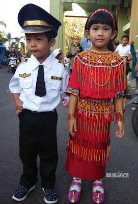 Pakaian-adat-karnaval