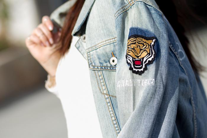 Tigre Bordado hombro chaqueta tejido vaquero denim lavado al ácido de Jennyfer