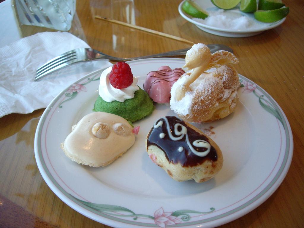 french desserts petit four the mini dessert. Black Bedroom Furniture Sets. Home Design Ideas