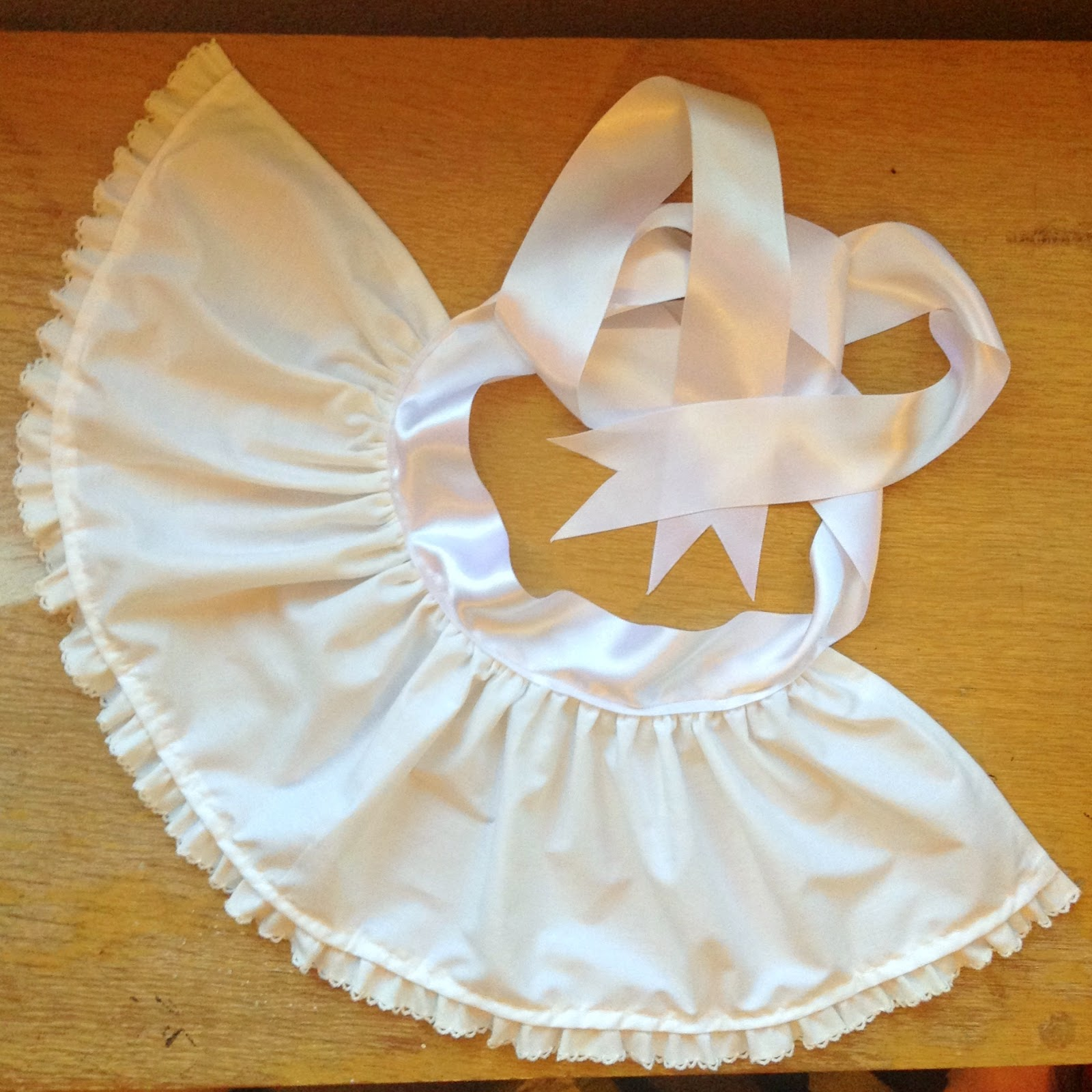 White apron alice in wonderland - Now You Could Stop Here And Have A Sweet Little Half Apron But If You Want The Bodice Here S What You Do