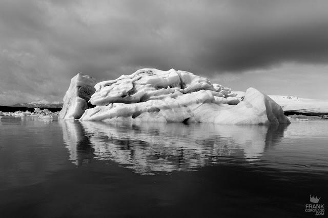 lago de islandia con icebergs