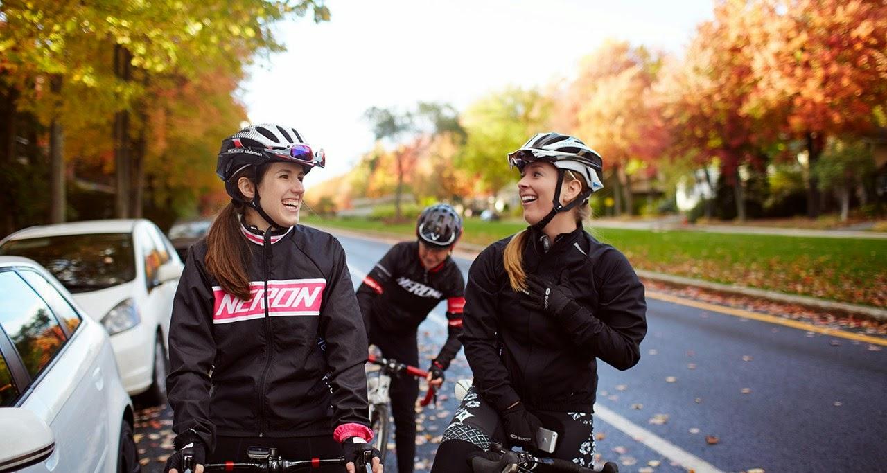 [photo]ロードバイクで社会を助けるチャリティーライドに参加する。