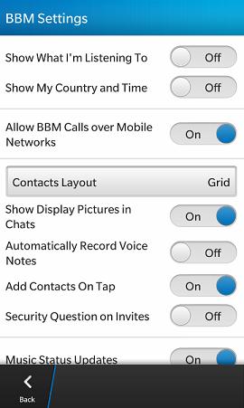 Como muchos sabemos las llamadas de voz en el BlackBerry Messenger 7.0 han sido todo un éxito, Pero el único inconveniente que existe es que solamente se pueden realizar Vía WIFI. Eso puede estar cambiando en BlackBerry 10 gracias a la captura de pantalla que nos llega por parte de los amigos de BBOS en donde se muestra la configuración del BBM para BlackBerry 10 en el cual aparece la opción para activar y desactivar la llamadas por la Red Móvil. Esto significa que en los dispositivos BlackBerry 10 habrá dos métodos para realizar llamadas por voz, Obviamente vía WIFI