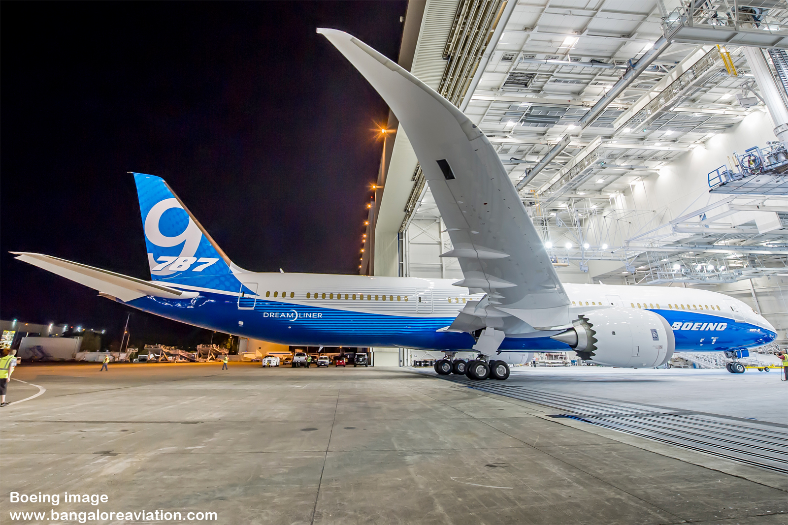 boeing vs air bus swot matrix Airbus versus boeing  a swot analysis reveals the strengths, weaknesses, threats and opportunities of the company  could bring the production line to a .