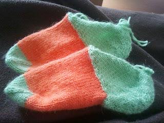 Knitty 2009 Hat heel Sticka sockor Pippisockor