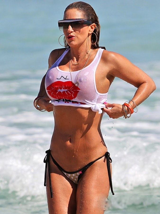Jennifer-Nicole-Lee-Wet-T-Shirt-and-Bikini-Bottom-on-Miami-Beach-07-675x900