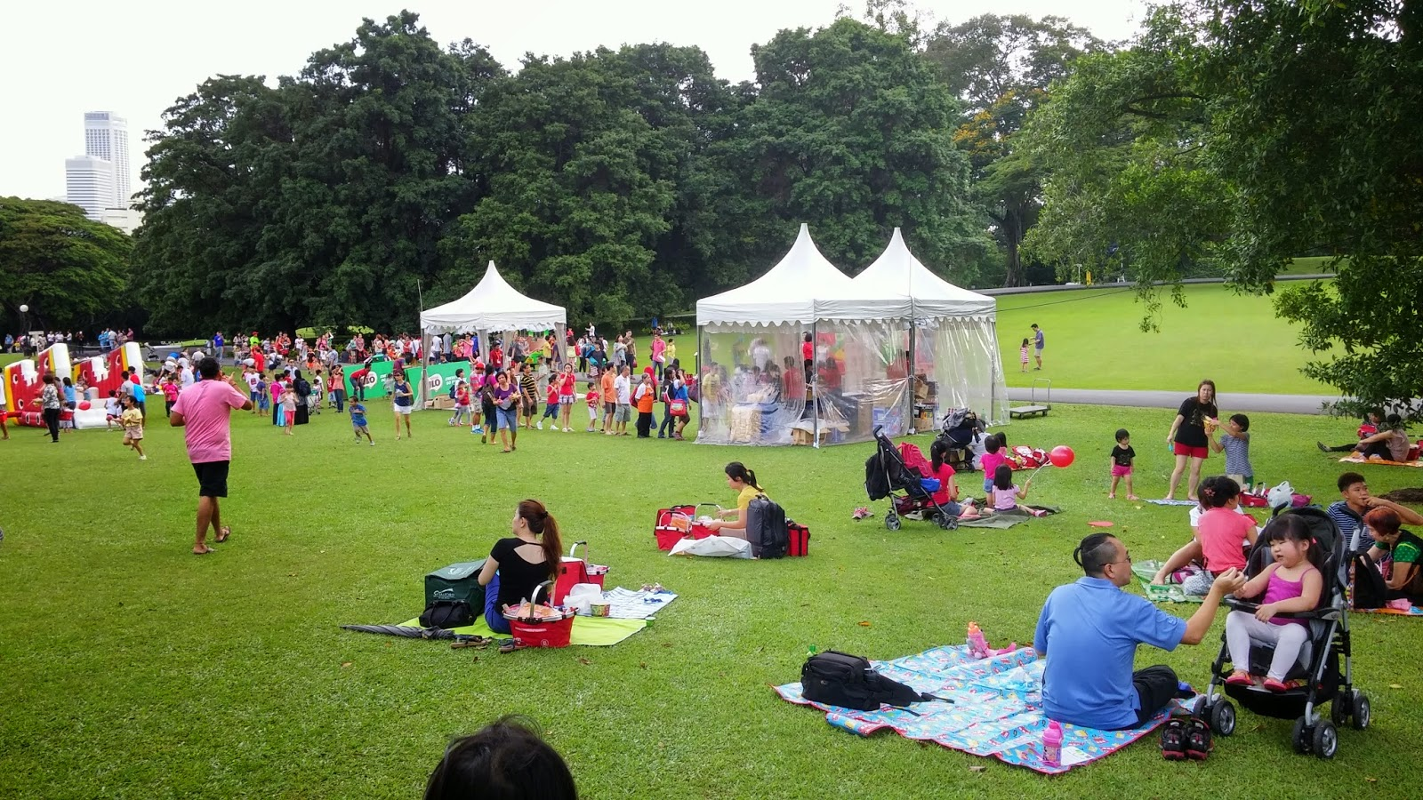 Gloomy Truck Tent : Sg picnic at istana we are the ongies