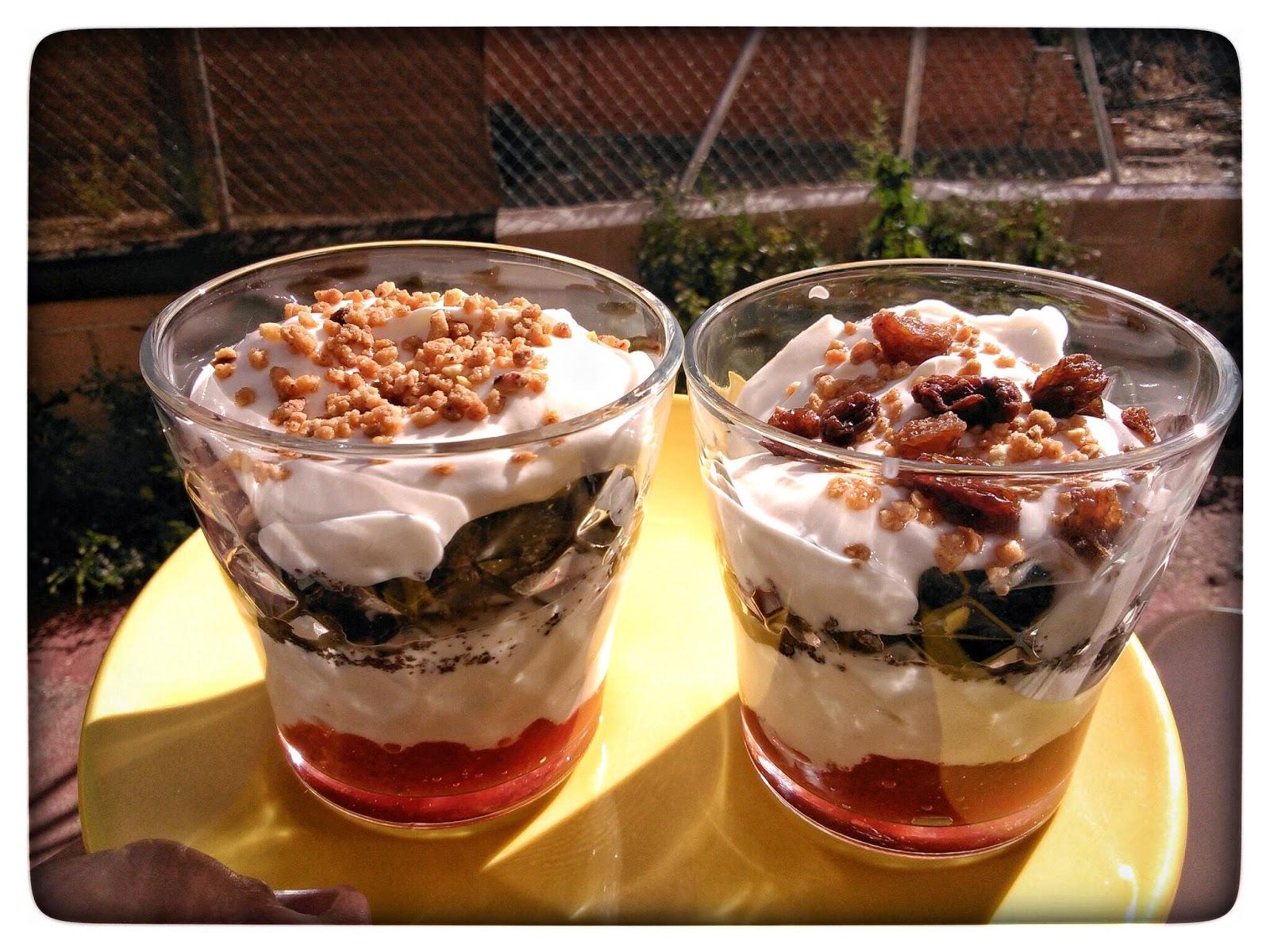 Mi peque o rincon yogurt con galletas oreo y mermelada - Vasos para yogurt ...