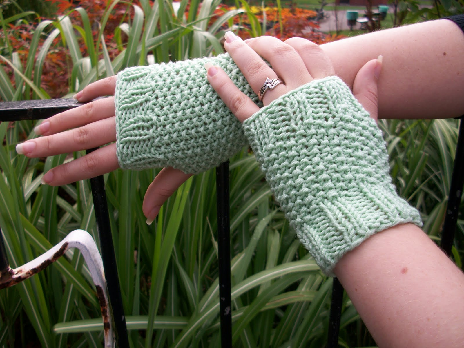 Musings of a knit-a-holic from Wales: Knitting Pattern: Seed Stitch ...