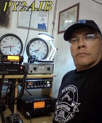 PY2AJB Amarildo em sua estação com o IC-718