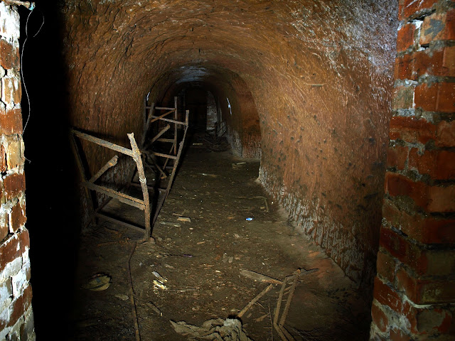 dodge hill, brinksway, chestergate, stockport, air raid shelters, ww2, world war 2, sand stone, tunnels, underground, forgotten, abandoned, urbex, explore, adventure, photography