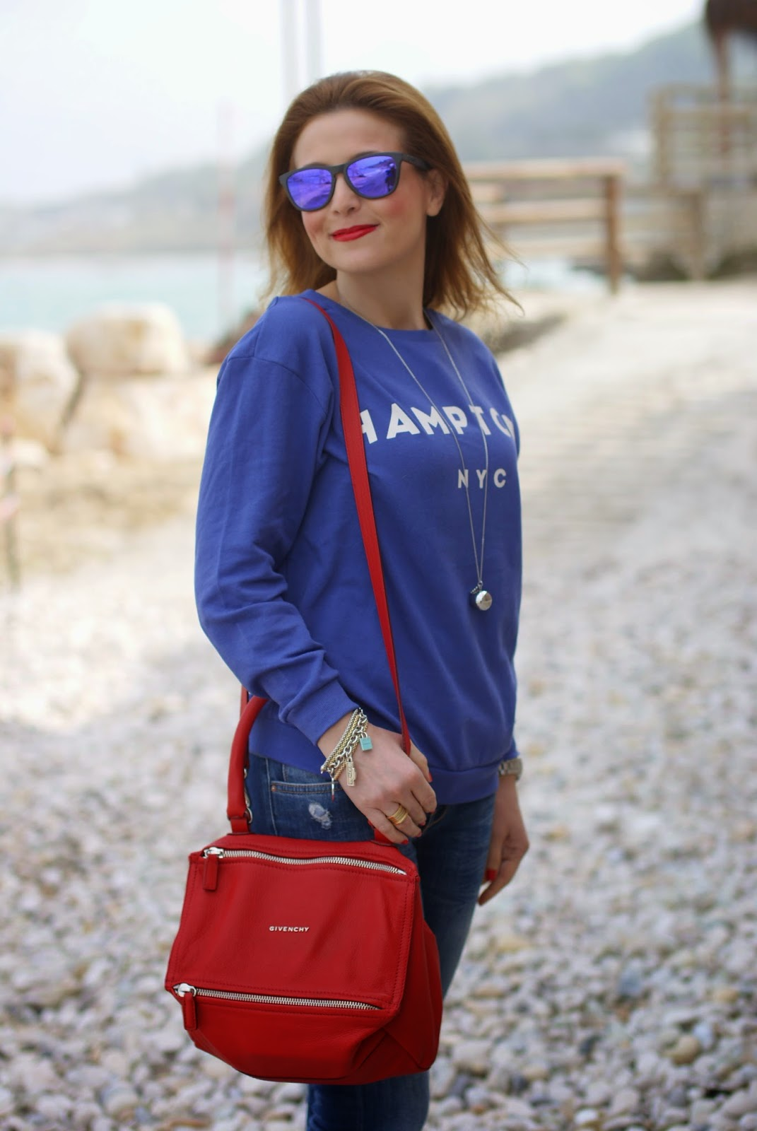Givenchy Pandora red, blue and red casual look, Oakley mirror sunglasses, Fashion and Cookies, fashion blogger, Luca Barra gioielli